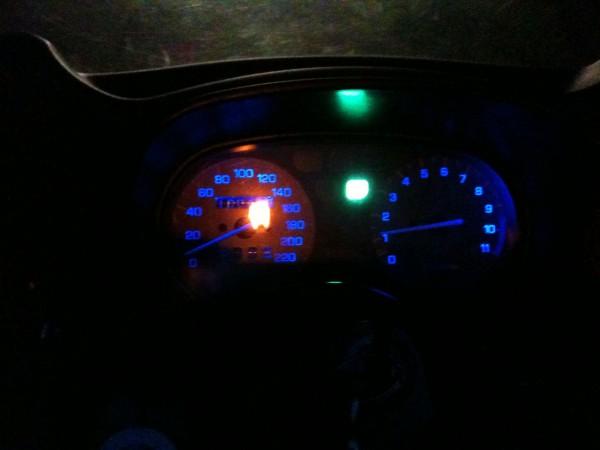 Neuer Tacho mit blauen LEDs